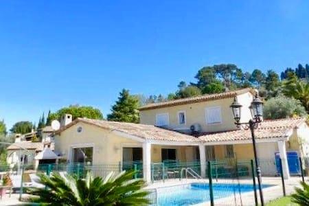Large villa aux portes de Cannes - Mougins