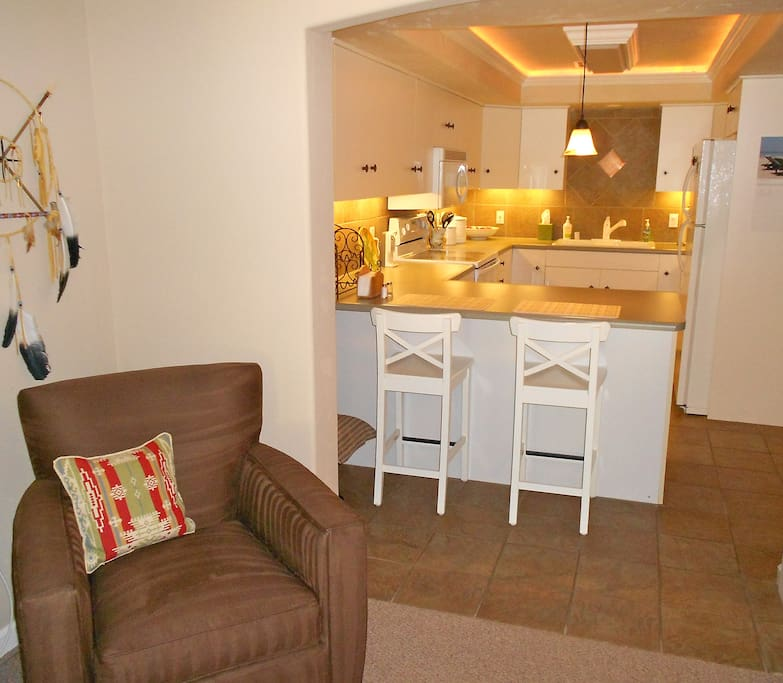 Kitchenette and eating counter