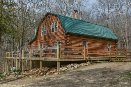 Log Home on 17 acres - Bloomington - Cabanya