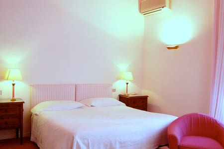 Family Mediterraneo - Montecatini Terme - Bed & Breakfast