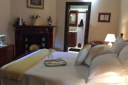 """BROOKHOUSE""  Opposite Queen's Park - Moonee Ponds - Bed & Breakfast"
