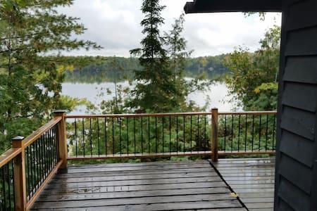 Paradise Point on Salmon lake - Kisház