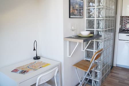 SMALL STUDIO WITH TERRACE IN THE CITY CENTRE - Prague - Apartment