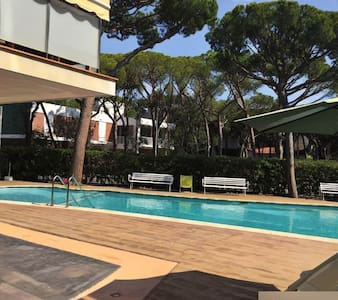 ROOM IN FLAT+WIFI+PARKING+BEACH - Castelldefels - Wohnung