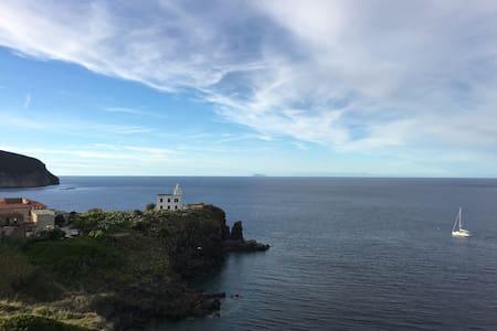 Cool on the Island of Capraia! - Capraia Isola - Maison