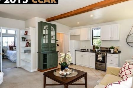 Charming Cottage, Fantastic Views - Orinda - House