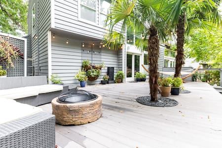 STUNNING Designer Condo w/ tropical patio getaway - Társasház