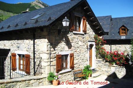"Casa ""Cuadra de Tomasé"" en Lanuza - Hus"
