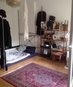 Romantisch-klassisch-gemütlich-sexy-guter sound - Berlin - Apartment