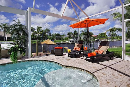 Beautiful Pool Home with Dock - Minutes to River - Cape Coral