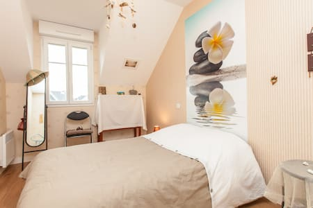 Bedroom near the beach and St Malo - Rumah