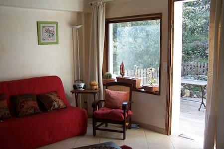 Quiet B & B, with kitchen, Provence - Willa