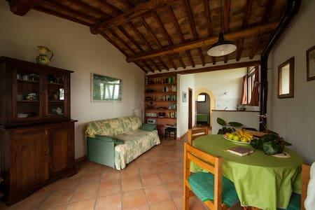 Casale panoramico immerso nel verde - Case Nuove - Wohnung