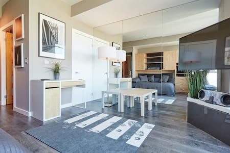 Bright modern studio with a view - Toronto - Condominium