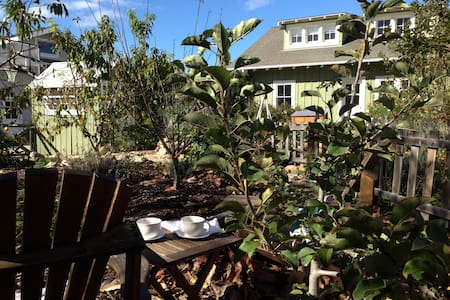 Garden Loft Apartment Near Beach - Santa Barbara - House