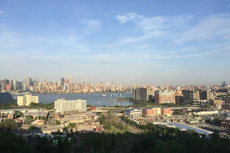 Balcony & Unobstructed Views of Manhattan Skyline - Union City - Apartamento