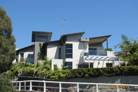 Boutique Beach House with View! - Bondi