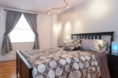 Spacious and Stylish in Mt Vernon! - Baltimore - Apartment