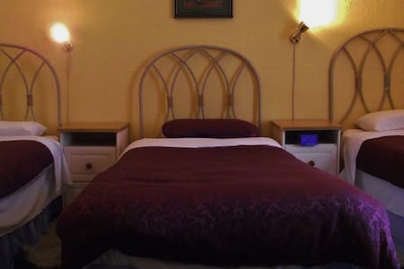 Room10. 3 x Single xbeds 3 x guests
