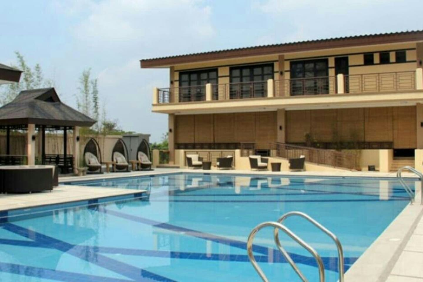 Swimming pool and clubhouse with free wifi access till 11pm