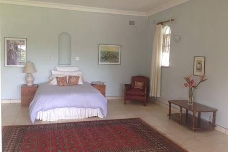 Roomy Cottage in Glen Lorne, Harare - Helensvale - Bed & Breakfast