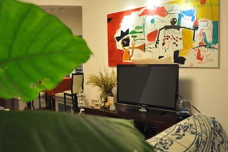 Loushanguanlu station/mix art space - 上海 - Appartement
