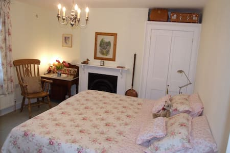 Cosy Room Charing - Kent nr station - House