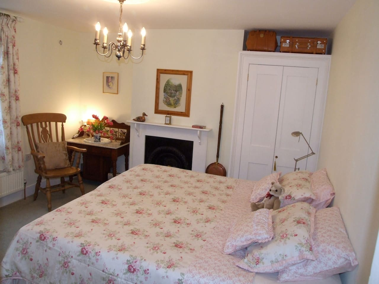 A spacious, traditionally styled and cosy family room