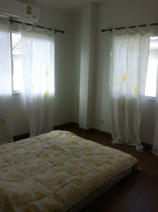 Room for rent (female only)