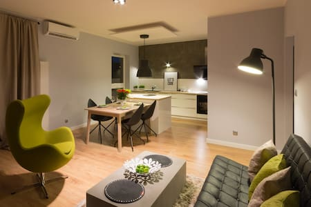 MACCHIATO-  2 bedroom apt for 1-4