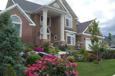 Large Mansion Home (Room B) - Saratoga Springs - Casa