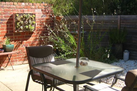 Torquay B&B with separate entrance and courtyard - Torquay