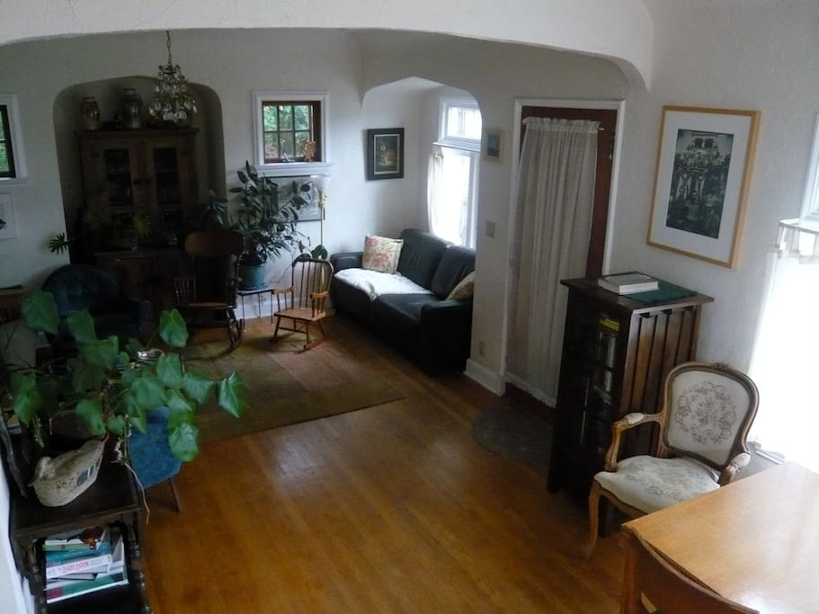 LIvingroom-Dinningroom, has a wonderful cozy feel, dinning table, two couches, one of which is a  full size futon couch