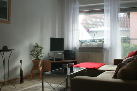 Big, comfortable apartment - Uetze - Apartamento