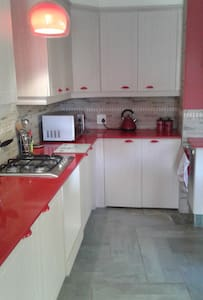 Delightful Self Catering Cottage with Pool - Margate