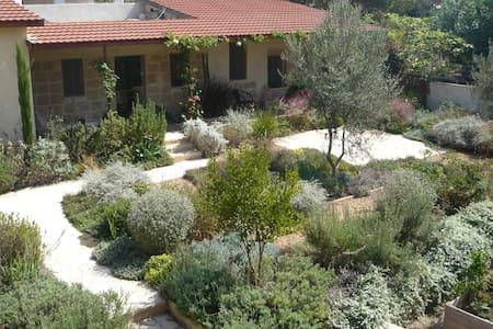 Mediterranean stone cottage - Zikhron Ya'akov