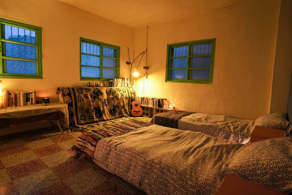 Honey room (three side windows brought you sunshine)