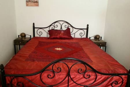 Double bed room in guest house
