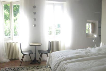 Private room w Garden view design - Castelnaudary - Bed & Breakfast