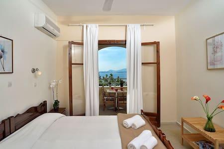 2 bedroom apartment with Sea view in Barbati - Mparmpati