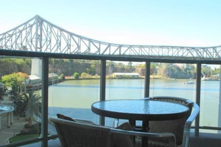 In the heart of Brisbane City and onthe Riverfront - Apartmen