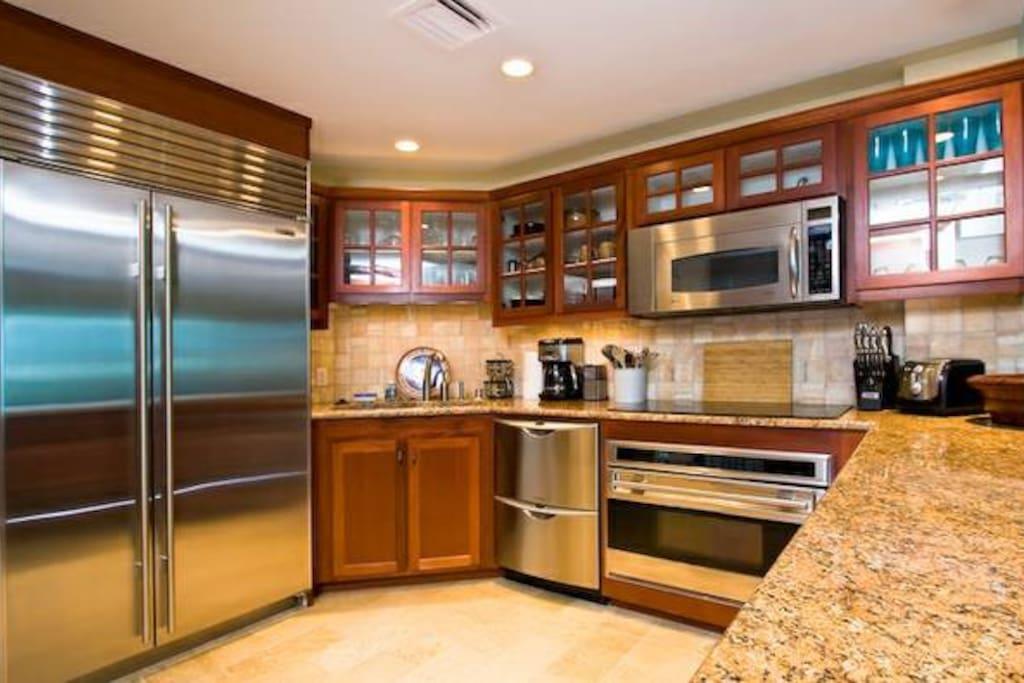 Gourmet Kitchen with Sub-Zero fridge, Wolf Stove and Bosch dishwasher