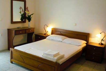 Elena's Family Apartments - Livadi