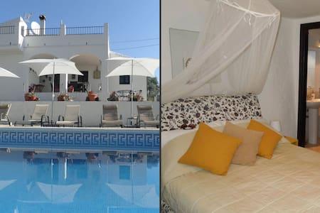 Casa Colina rural B&B - Lemon Suite - Bed & Breakfast