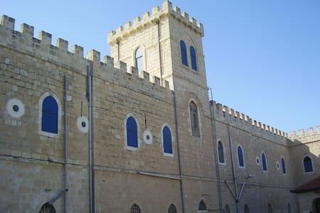 Monastère Notre-Dame de Maranatha Gemal Beit Jamal - Wohnwagen/Wohnmobil