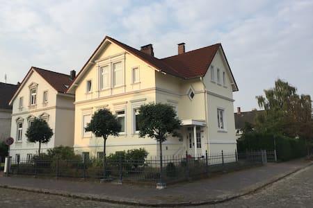 Zwei Zimmer in schönem Altbau in Oldenburg - Haus