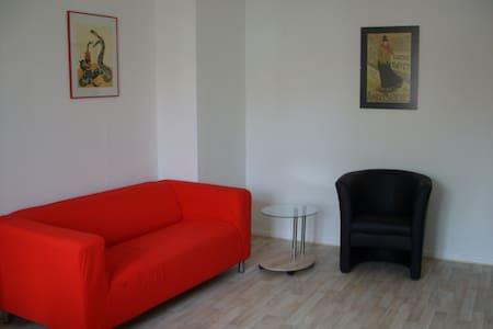 Ruhige Zimmer in zentraler Lage b) - Kaiserslautern - Casa