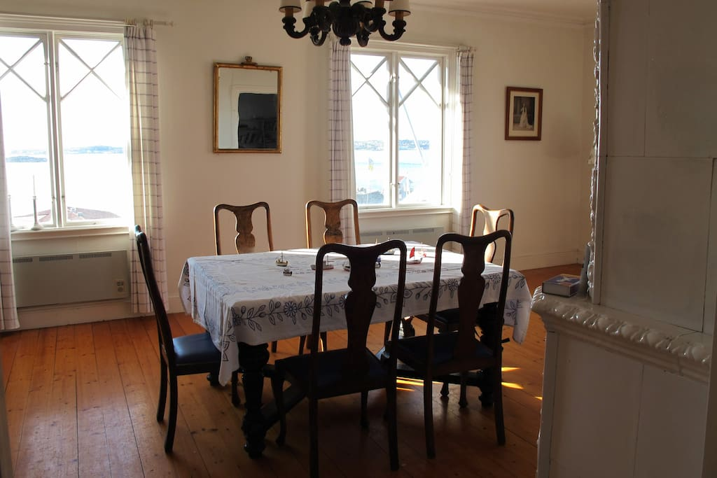 Formal dining room if you wish, however we are mostly in kitchen or on the balcony or int the room by the balcony