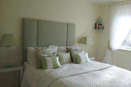 Beautiful bright double room  - Casa
