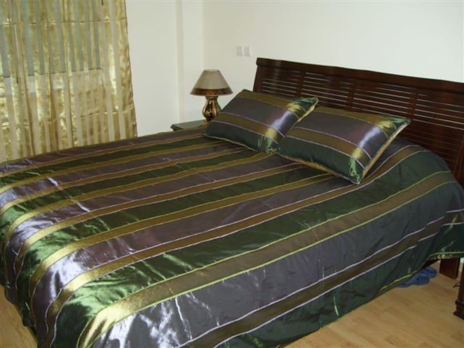 Bedroom with very comfy XL-bed (180 cm)